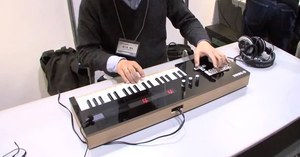 Thumb play hatsune miku songs live with the yamaha vocaloid keyboard diginfo youtube