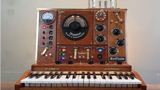 Thumb syntesla steampunk synthesizer 678x381